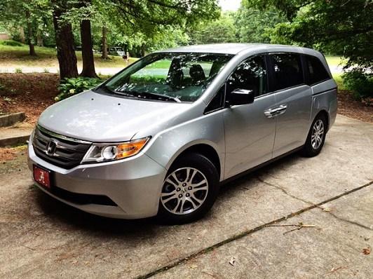 Honda Odyssey - Silver side shot.