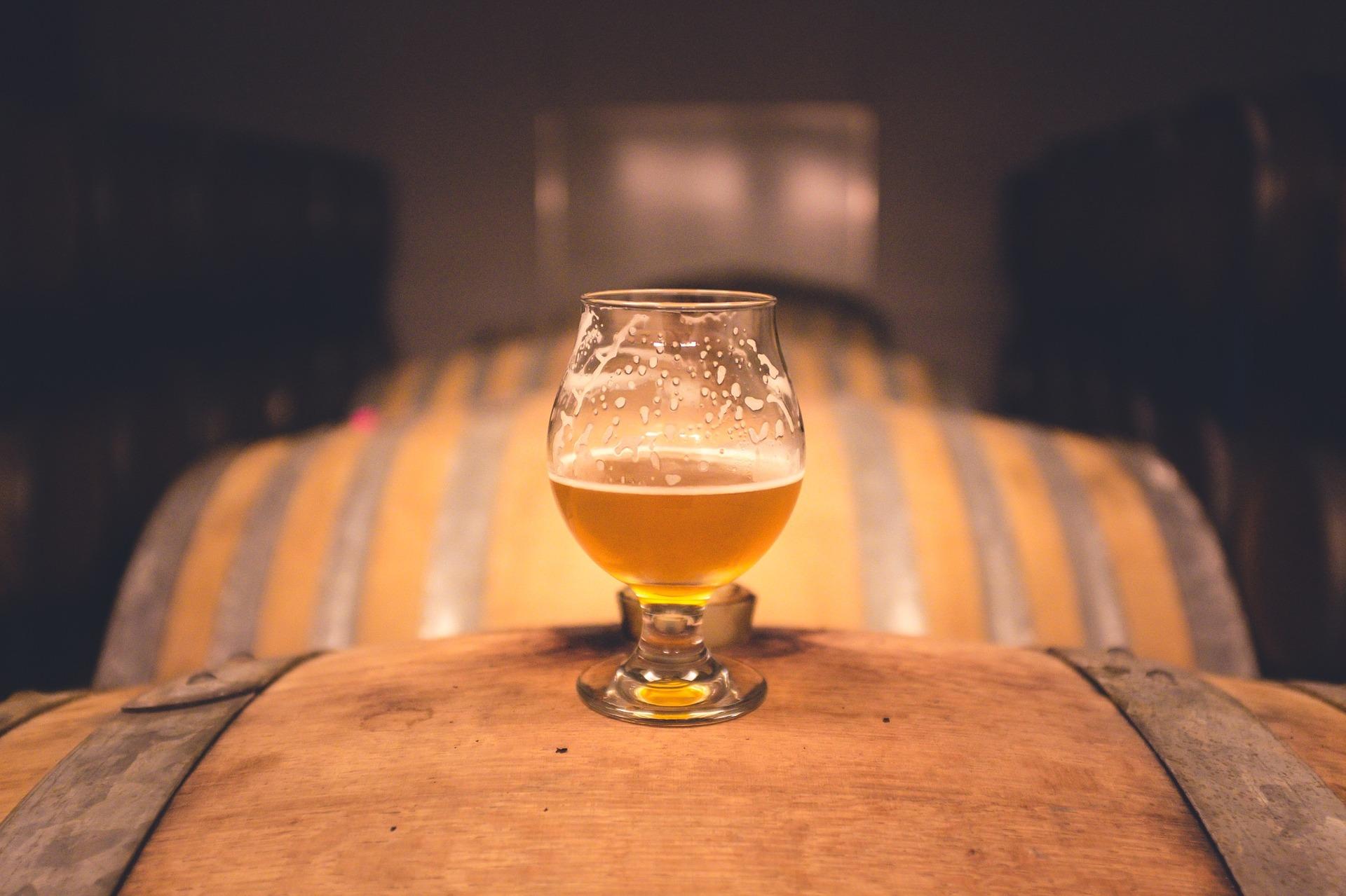 7eb4278e7 Guilherme De Rosso conta que existe uma infinidade de copos para cerveja,  cada um com a sua especificidade. O copo mais comum é o Pilsener, como o  próprio ...
