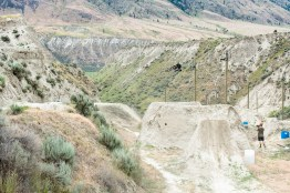 Mountain biker catches major air on trails in Kamloops, B.C.