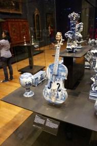 Porcelain violin. Rijksmuseum.