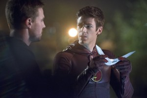 Arrow Flash crossover - Arrow and Flash investigate boomerang