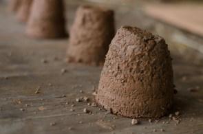 testing clay plaster mixes - http://www.jeffreythenaturalbuilder.com