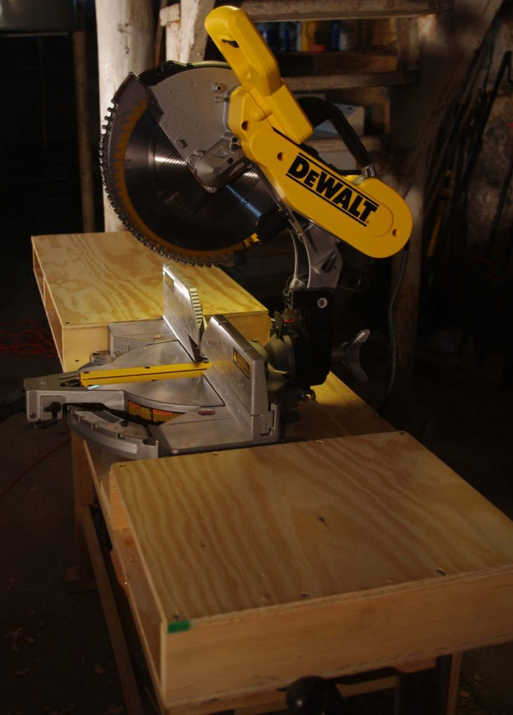 How to make an easy miter saw table.
