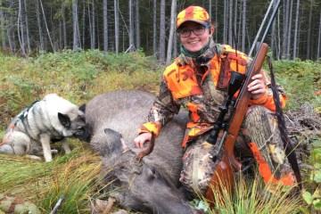 Marita Myrene (16) forteller om sin første elg felling