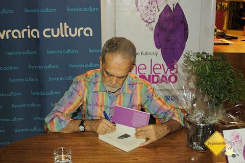 """Maurício Kubrusly no lançamento do seu novo livro """"Me leva Mundão"""" pela Editora Globo. Imagem: Erik Pzado"""