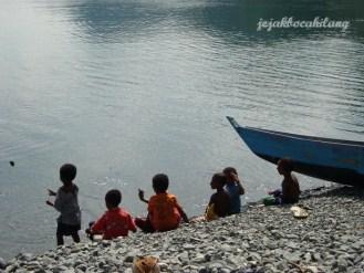 anak-anak Pantai Tablanusu