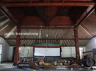 tempat pementasan wayang kulit di Balai Agung