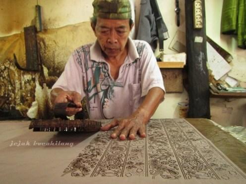 pengrajin batik cap di Pesindon