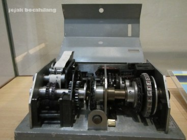 Koleksi Museum Sandi - Mesin Sandi SR 64
