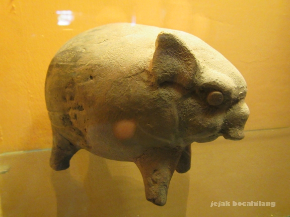 celengan babi Majapahit