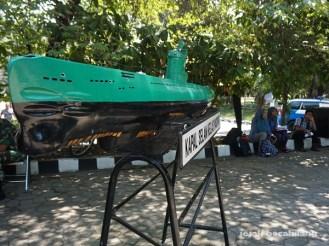 replika kapal selam TNI AL