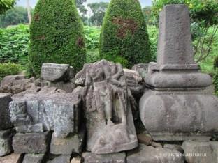 arca Dewi Durga tanpa kepala di Candi Pringapus