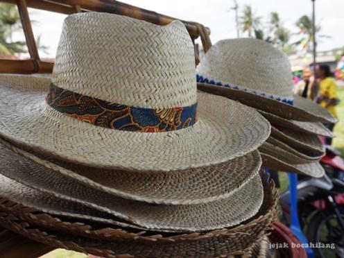 topi anyaman bambu