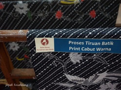 Tiruan Batik Print Cabut Warna