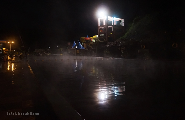 kolam renang D'Qiano malam hari