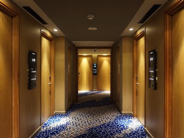 rooms corridor Alila Solo