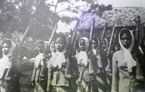 Sukarelawati Muslimaat NU. Sumber Foto:  Tim Penyusun, Sejarah Muslimat Nahdlatul Ulama,PP Muslimat NU Jakarta:Jakarta, 1979, hlm.58-57