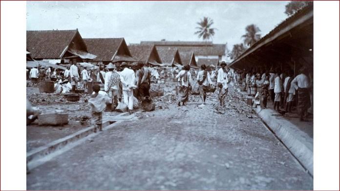Gambar 2.2 Rangkas Bitung masa kolonial. Sumber foto: koleksi online Tropenmuseum