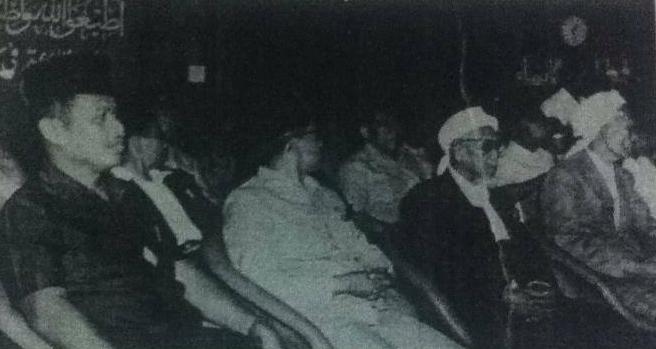 Hari terakhir Munas. Tampak KH Bisri Sjansuri, Tuan Guru H. Zainuddin Pancor, H. Kafrawi dan Menteri Agama, Mukti Ali. Sumber foto Majalah Panji Masyarakat