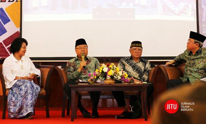 KH Didin Hafidhudin (kedua dari kiri), Sejarawan Dr. Rushdy Hoesein, M.Hum (ketiga dari kiri), Lukman Hakiem (kanan). Sumber foto: Islamic News Agency/JITU