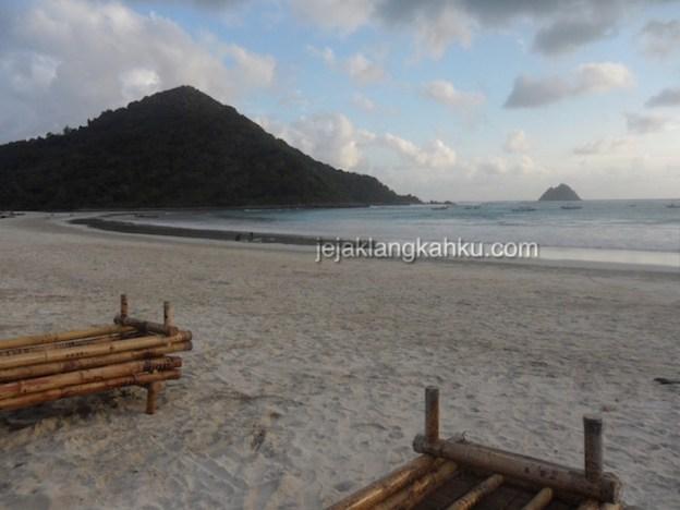 Kala Senja di Pantai Selong Belanak, Lombok Tengah