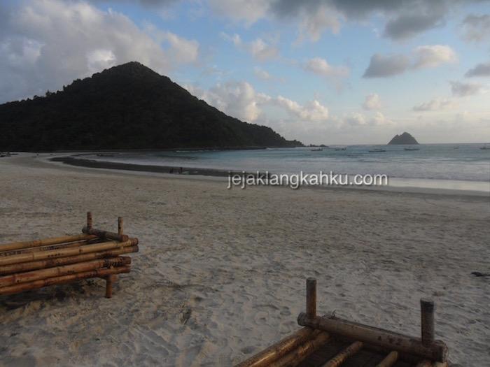 pantai-selong-belanak-lombok-0