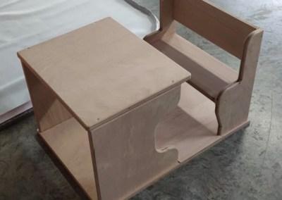 Petit bureau en bois verni
