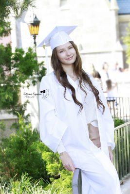 We offer senior and graduation photography sessions outdoors and graduation event photography services in Florida
