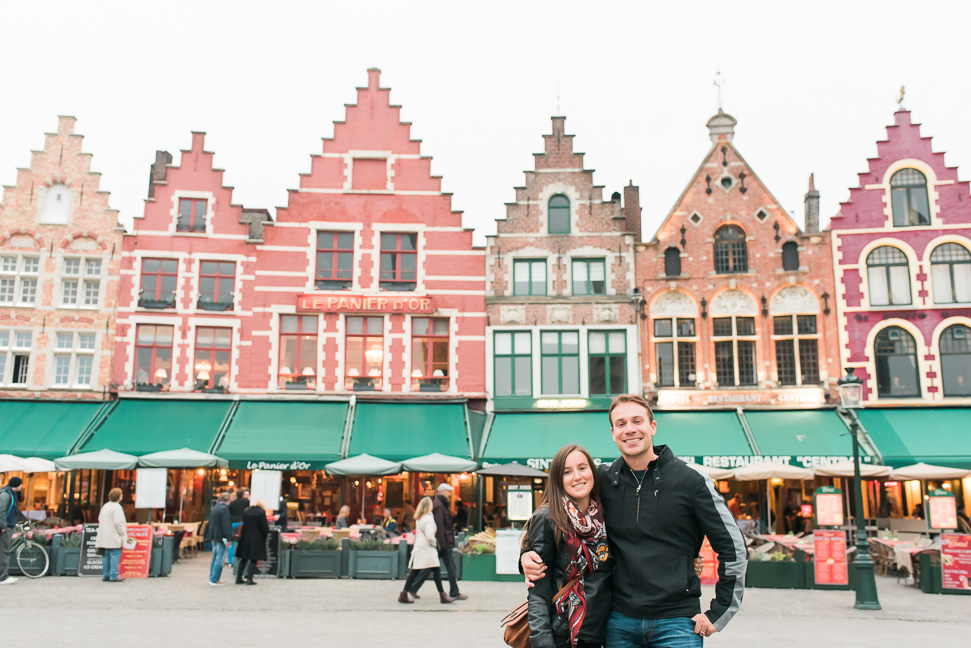 bruges-couple-big-market