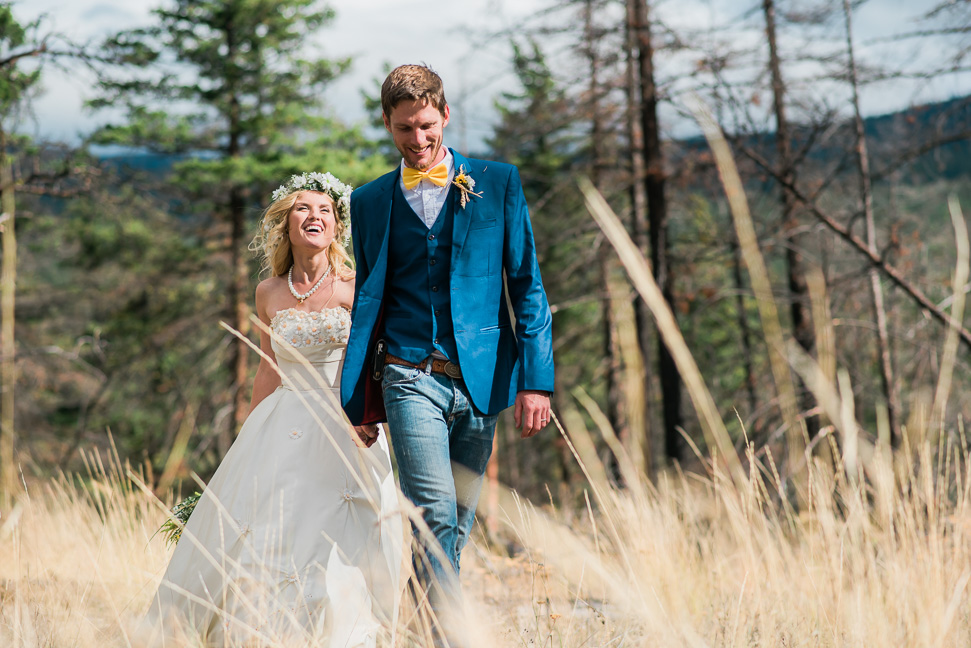 Sundance-bridal-couple-tall-grass