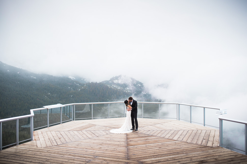 bride-groom-squamish-gondola