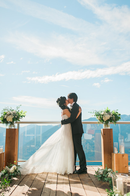 sea-sky-summit-bride-groom