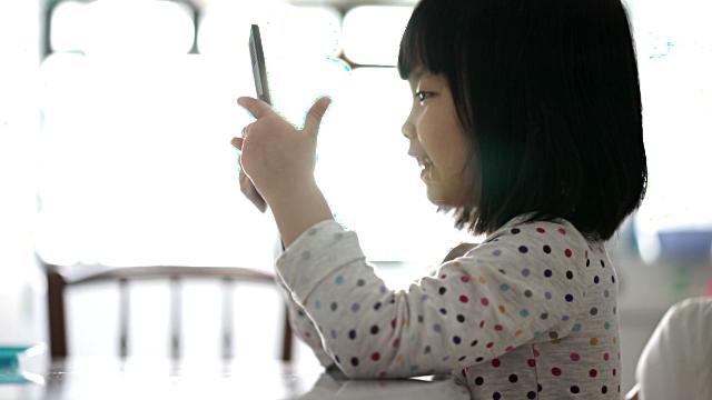 25 applications préférées pour que votre enfant apprenne dans la joie, Ressource parentale Je Materne