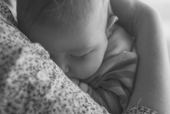 Pourquoi porter son bébé: 10 raisons surprenantes de faire le portage de son nouveau-né à temps plein, Blog Marie-Eve Boudreault, auteure. #portage #portebébé #bébé #maternage, #conceptducontinuum #attachement #soinskangourou #proximité #maman #famille #papa #mamanalamaison