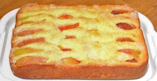 Воздушный и нежный пирог с фруктами к чаю за 10 минут: прекрасный рецепт