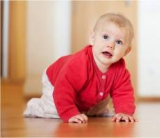 Bébé à 4 pattes