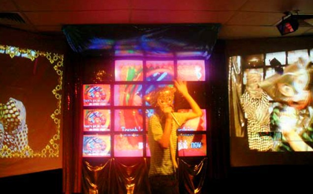 Chromophonozone Live (performer and three screens)