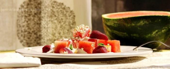 Śniadaniowa sałatka na upalny poranek