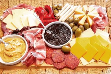 thanksgiving charcuterie board is the best easy recipe that is delicious and your guests crave it. Give them what they want for a yummy appetizer this holiday season
