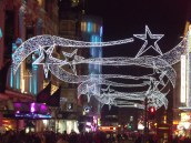 Prince_of_Wales_Theatre_-_Coventry_Street,_London_-_Mamma_Mia!_-_Christmas_lights_(6438795173)