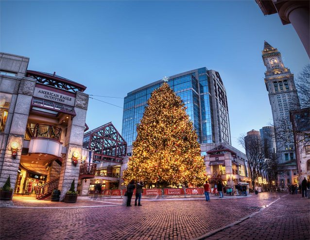 Quincey-Market-Xmas-Tree-HDR-Pano-sm