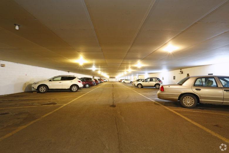 lahan parkir di apartemen