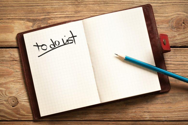 mencatat atau membuat daftar pekerjaan
