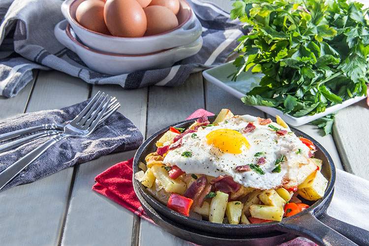 Egg-Skillet-with-Bacon-and-Potato