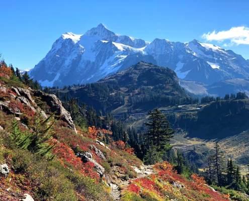 Mount Shuksan Fall Colors Hike - Chain Lakes Loop