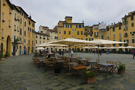 Anfiteatro Romano, Piazza del Mercato