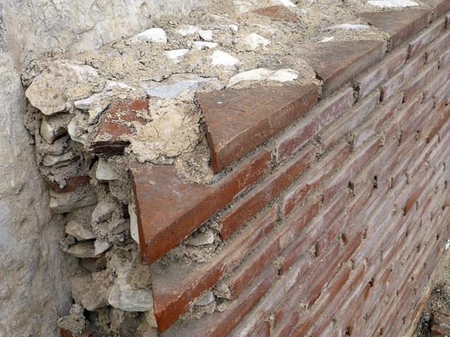 Roman brickwork: Opus testaceum - Jen Funk Weber