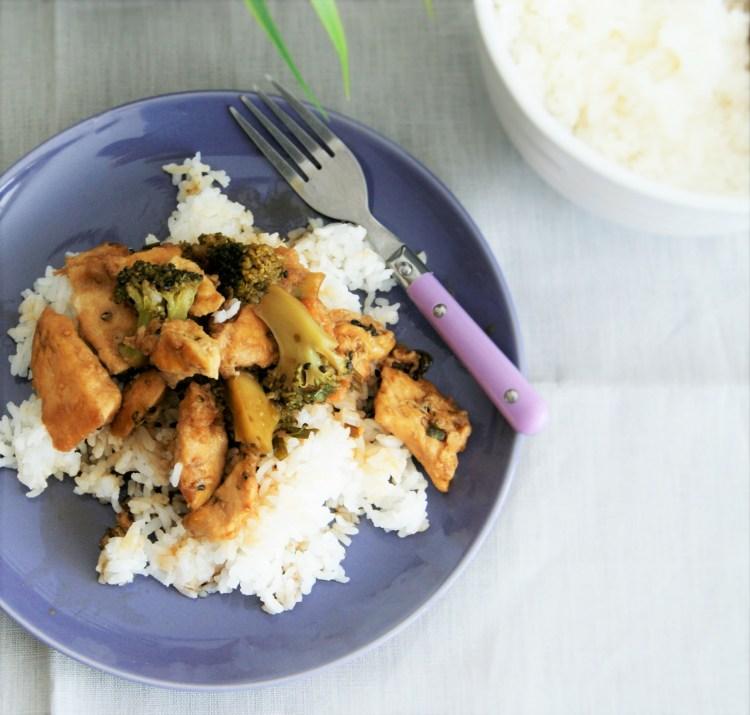 Pollo ccon brócoli y ajonjolí