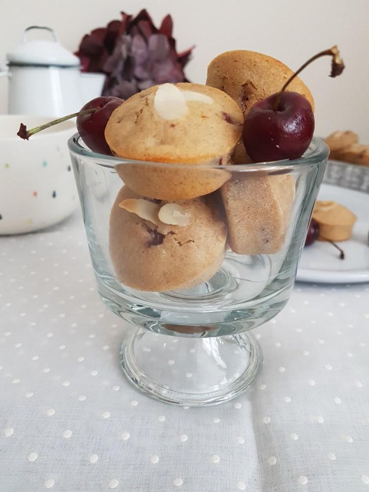 Mini muffins de cereza, vainilla y almendra