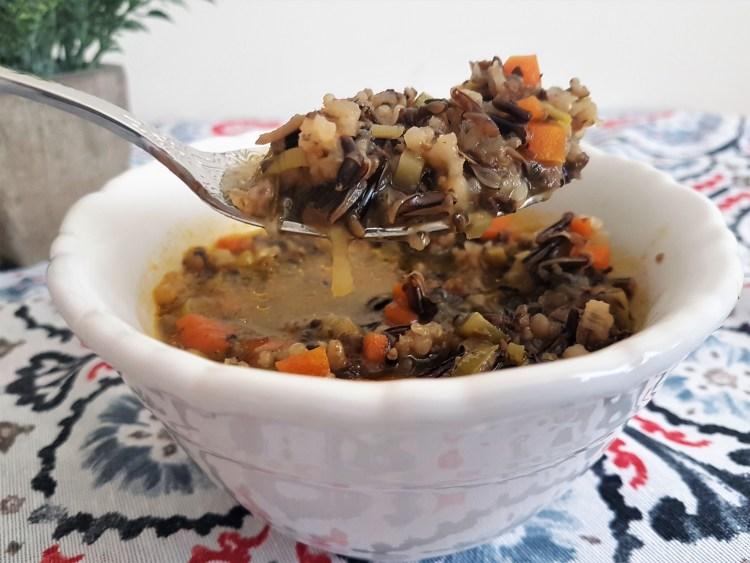 Sopa de verduras con arroz salvaje